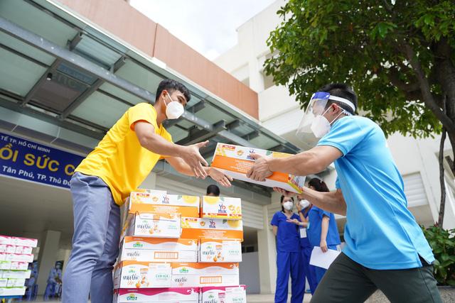 Vinamilk ủng hộ thêm 5 tỷ đồng sản phẩm dinh dưỡng và trang thiết bị y tế cho các trung tâm hồi sức tích cực và bệnh viện tuyến đầu - ảnh 2