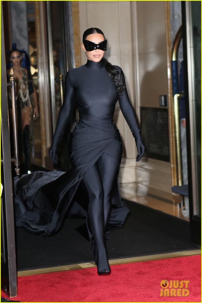 Hậu Met Gala 2021: Kim Kardashian lộ mặt, Rihanna khoe hông - ảnh 6
