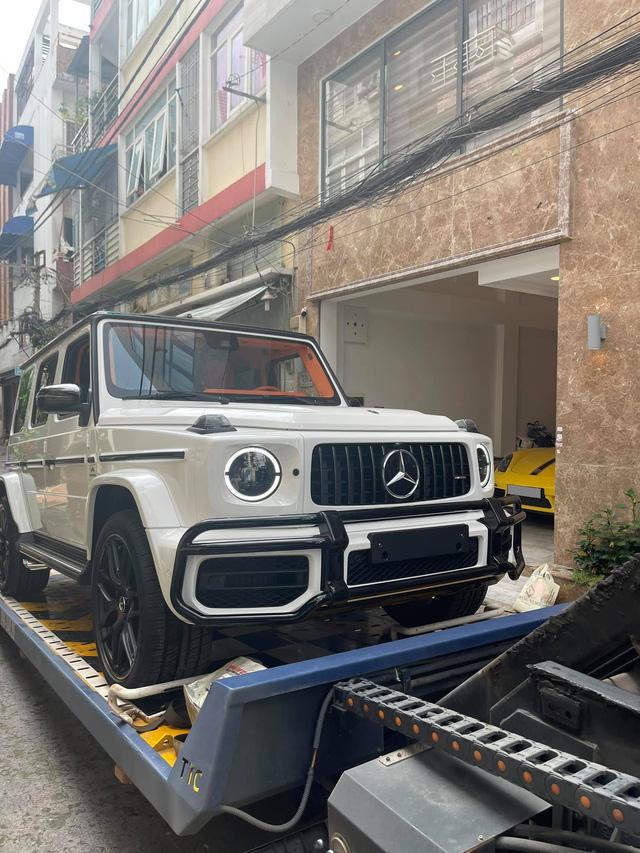 Nữ doanh nhân Bến Tre mua Mercedes-AMG G 63 với nội thất ''Hermes'' giống xe Đoàn Di Băng về làm cặp với Porsche 718 - ảnh 2