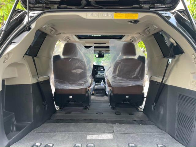 Toyota Sienna dùng 3 năm vẫn có giá 3,7 tỷ đồng, đắt ngang BMW 7-Series ''đập hộp'' - ảnh 7