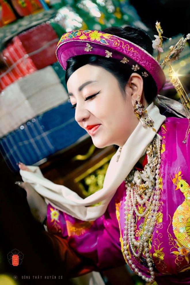 Nguyễn Phương Thùy và hành trình bén duyên với tín ngưỡng Hầu đồng - ảnh 1