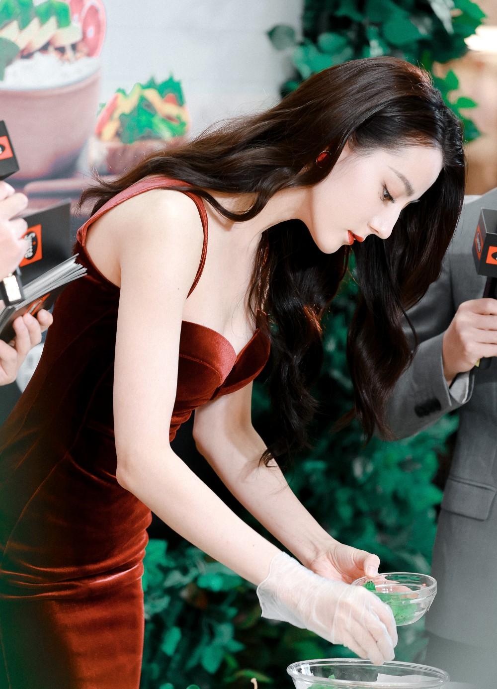 Địch Lệ Nhiệt Ba diện váy dạ hội đẹp như nữ thần - ảnh 7