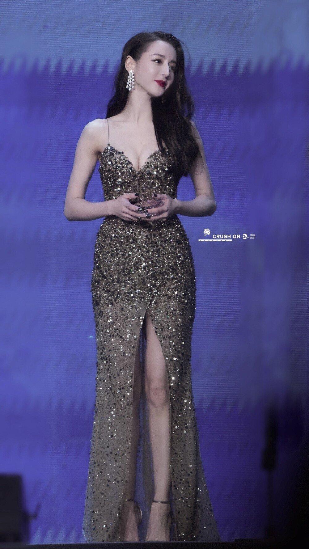 Địch Lệ Nhiệt Ba diện váy dạ hội đẹp như nữ thần - ảnh 10