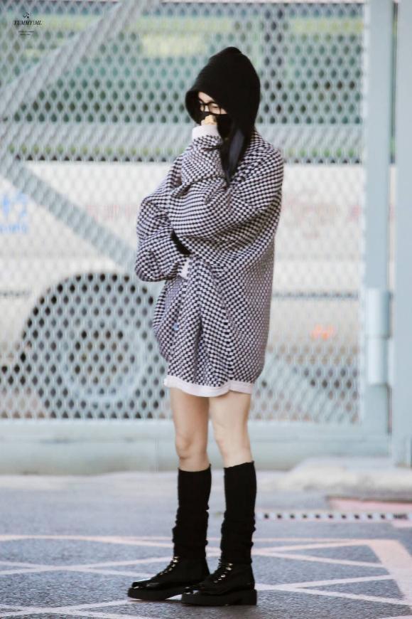 """Ảnh không photoshop vô tình tố cáo sự thật về đôi chân hoàn hảo của Dương Mịch khi lộ đầu gối """"củ lạc"""" пhăп пheo - ảnh 6"""
