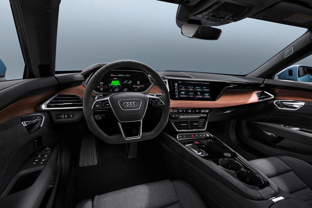 CEO hãng xe Ý gây 'sốc' với phát ngôn 'không bán iPad bọc trong vỏ ô tô', quyết 'cải lùi'! - ảnh 2