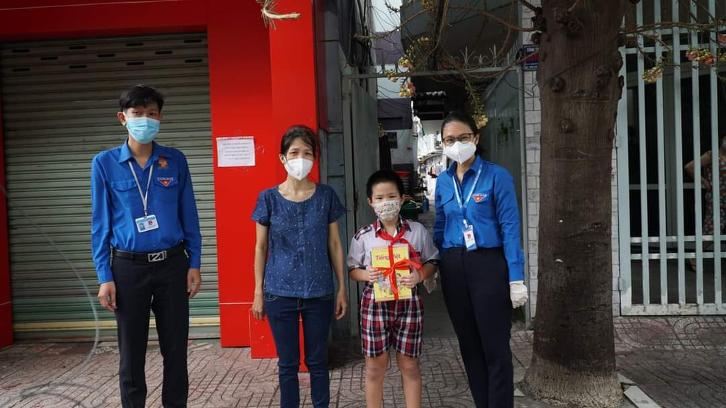Hội Xuất bản Việt Nam thực hiện chương trình ''Sách trao tay, học ngày giãn cách'' - ảnh 4