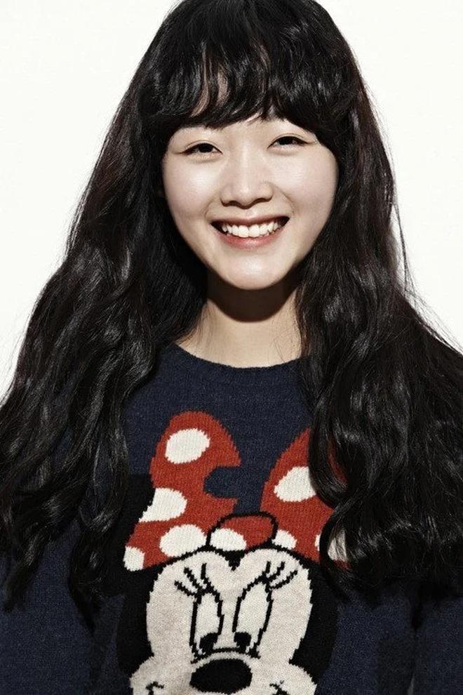Bao nhiêu năm Kbiz mới tìm ra nhan sắc giống nữ thần Sulli, khí chất đỉnh như Lee Sung Kyung: Hoá ra là mỹ nhân của