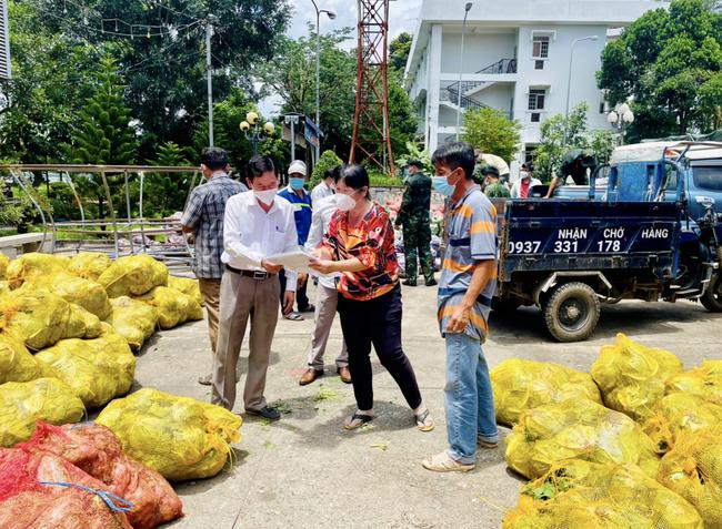Huyện Long Thành (Đồng Nai) tiếp nhận hơn 37 tỷ đồng cho công tác phòng, chống dịch - ảnh 2