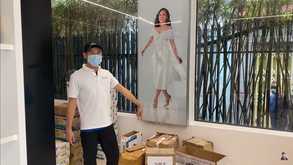 """""""Việt Hương lo làm từ thiện, giờ để cửa hàng vắng hoe, xác xơ như thế này"""" - Giải trí"""