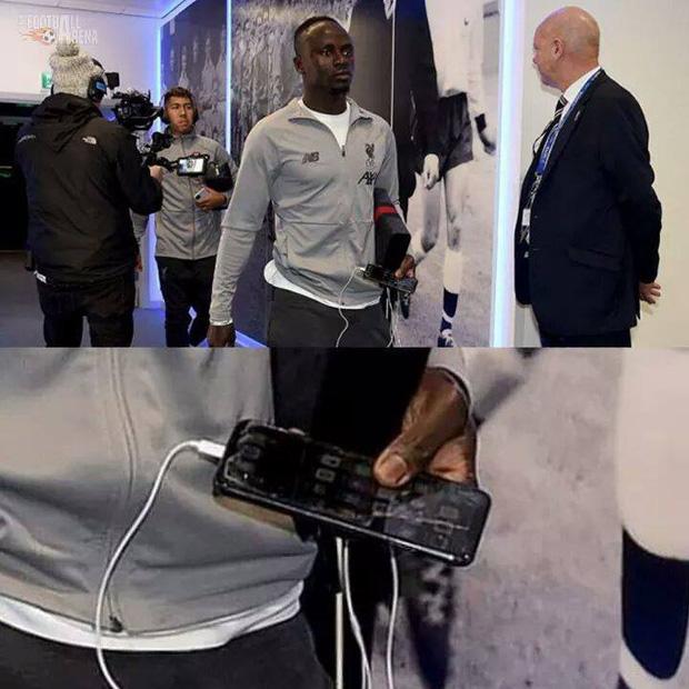 Kiếm bộn tiền mỗi năm nhưng các siêu sao bóng đá này vẫn dùng smartphone loại cũ, máy nghe nhạc ''đời Tống'' - ảnh 5