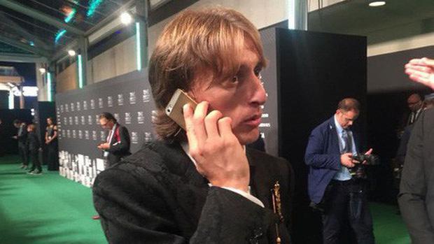 Kiếm bộn tiền mỗi năm nhưng các siêu sao bóng đá này vẫn dùng smartphone loại cũ, máy nghe nhạc ''đời Tống'' - ảnh 3
