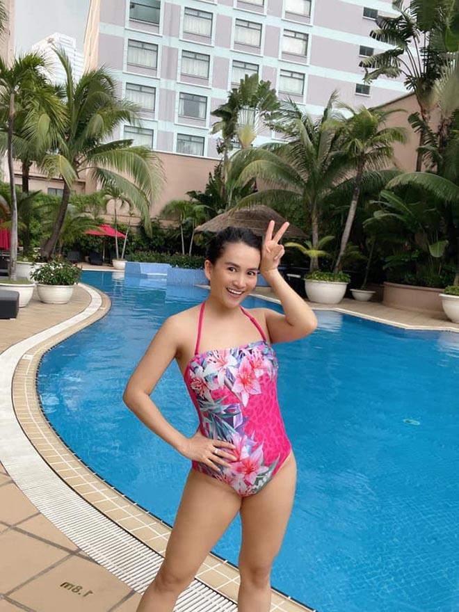 Vợ đại gia của siêu mẫu Bình Minh chăm tập luyện, U50 vẫn nuột nà - ảnh 4
