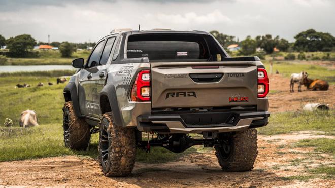 Toyota Hilux độ đầy thuyết phục, đối chọi Ford Ranger Raptor - ảnh 4