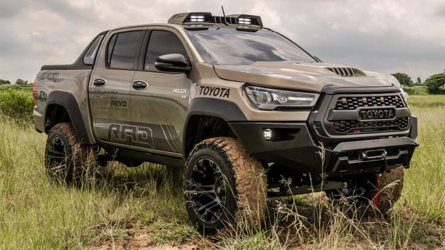 Toyota Hilux độ đầy thuyết phục, đối chọi Ford Ranger Raptor - ảnh 1