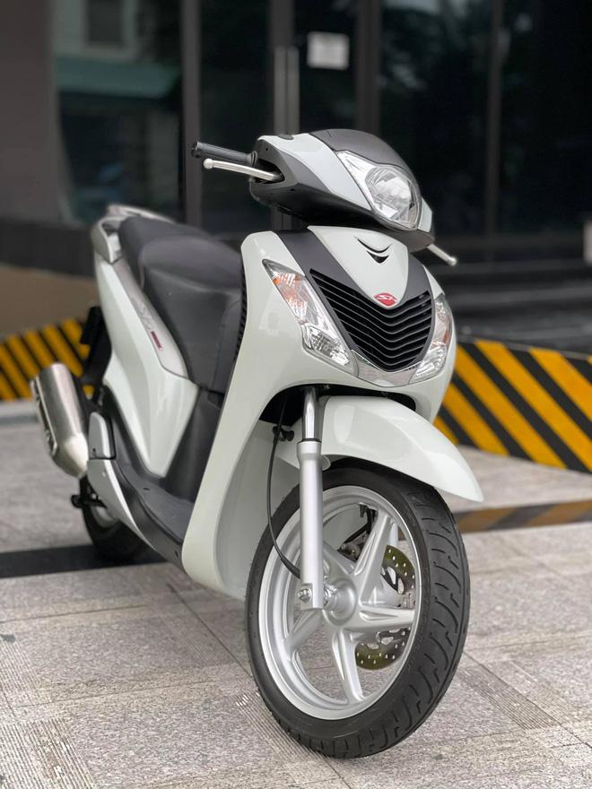 Honda SH 150i cũ giá 1 tỷ đồng tìm được người mua sau 4 ngày rao bán, chủ xe ''ra lộc'' 1.000 USD - ảnh 2