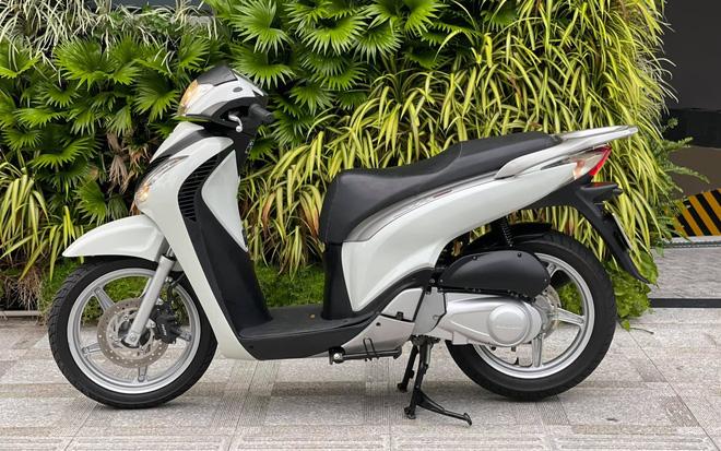 Honda SH 150i cũ giá 1 tỷ đồng tìm được người mua sau 4 ngày rao bán, chủ xe ''ra lộc'' 1.000 USD - ảnh 4