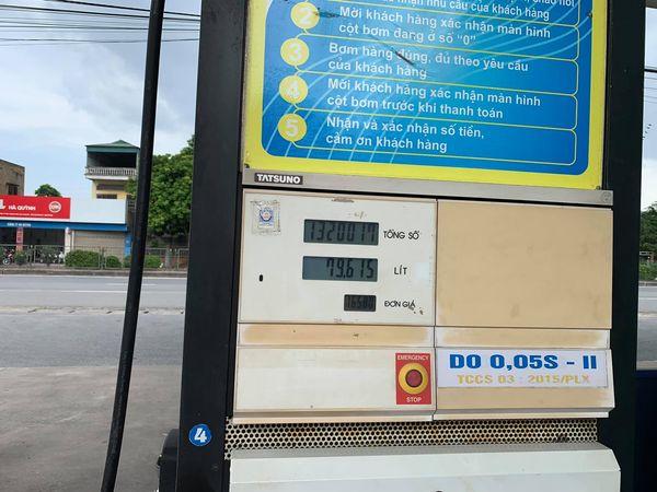 Chủ xe Ford Ranger tá hoả khi trả 1,32 triệu đồng tiền dầu, vượt sức chứa của cả bình dầu theo xe - ảnh 1