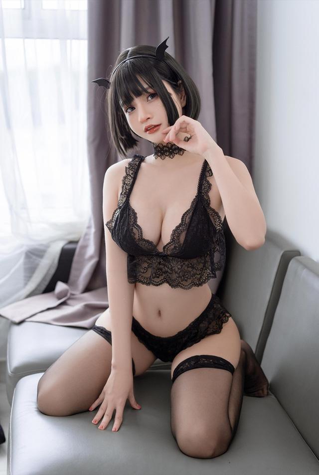 Ngắm nàng Azami trong trang phục nội y ren vô cùng gợi cảm  - ảnh 2