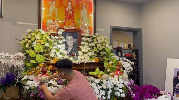 Vừa mắng Hồ Văn Cường ''vô ơn'', Trang Trần đến nhà Phi Nhung cùng gia đình cúng thất thứ 2 cho cố ca sĩ - ảnh 5