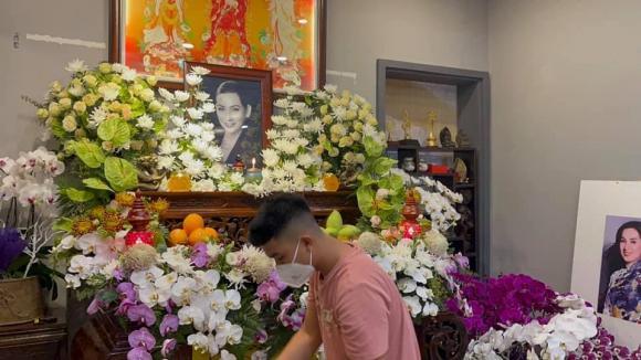 Vừa mắng Hồ Văn Cường ''vô ơn'', Trang Trần đến nhà Phi Nhung cùng gia đình cúng thất thứ 2 cho cố ca sĩ - ảnh 4
