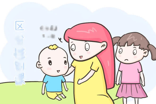 Con gái đi tắm hỏi mẹ: Tại sao cơ thể của con với mẹ khác nhau?, bà mẹ trả lời một câu mà được khen khéo quá - ảnh 3