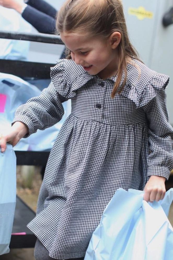 Hòa Minzy mặc đẹp với đồ hơn 100 nghìn đồng - ảnh 10