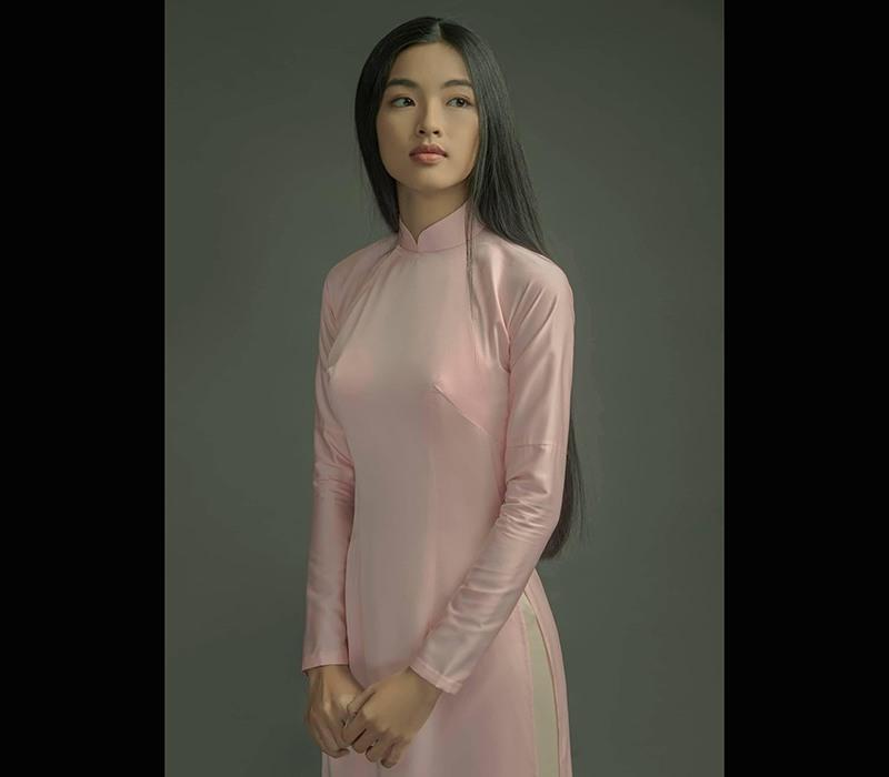Nữ sinh viên y khoa thích diện áo yếm khoe xương quai xanh thanh mảnh, làn da mịn màng - ảnh 2
