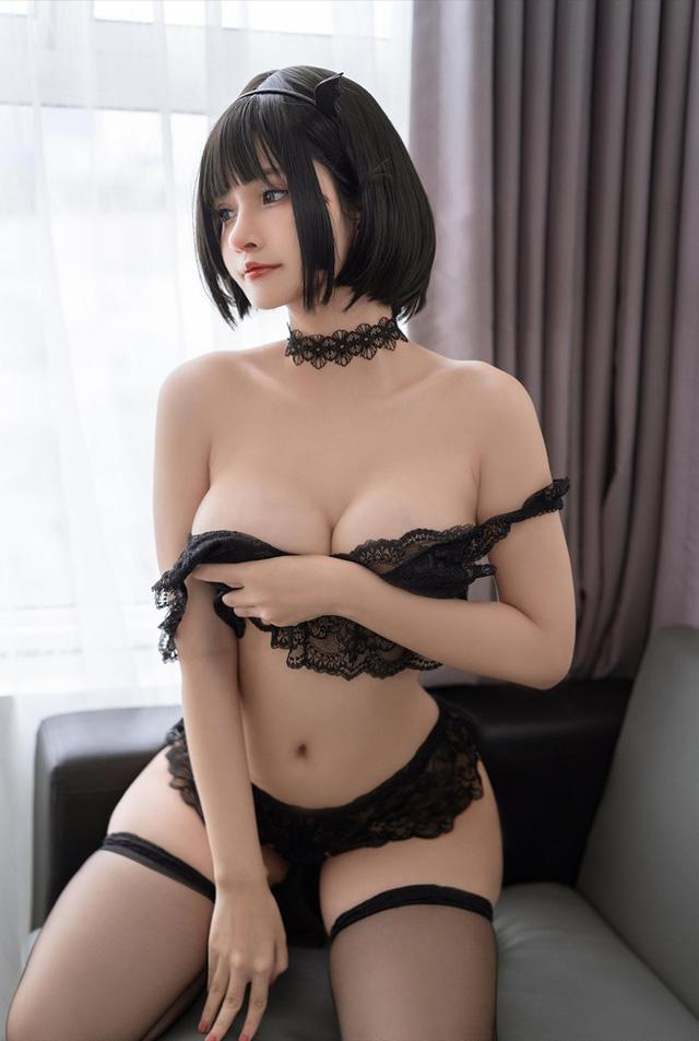 Ngắm nàng Azami trong trang phục nội y ren vô cùng gợi cảm  - ảnh 11