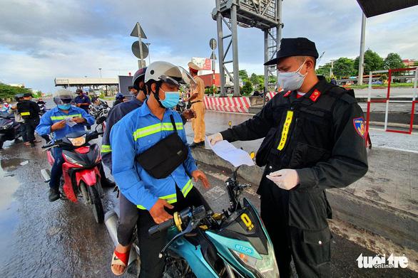 Người dân Đồng Nai được đi lại trong tỉnh, bỏ ''giấy đi đường'', chốt kiểm soát - ảnh 2