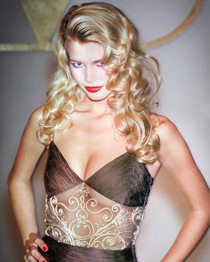 Tuổi 51, siêu mẫu đỉnh cao một thời Claudia Schiffer giờ ra sao? - ảnh 5