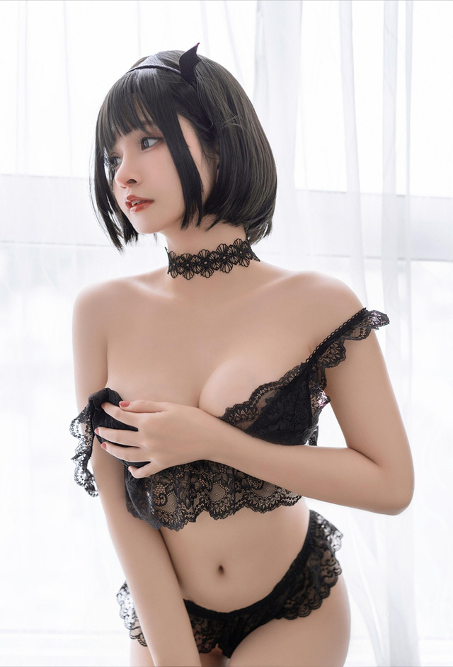 Ngắm nàng Azami trong trang phục nội y ren vô cùng gợi cảm  - ảnh 10