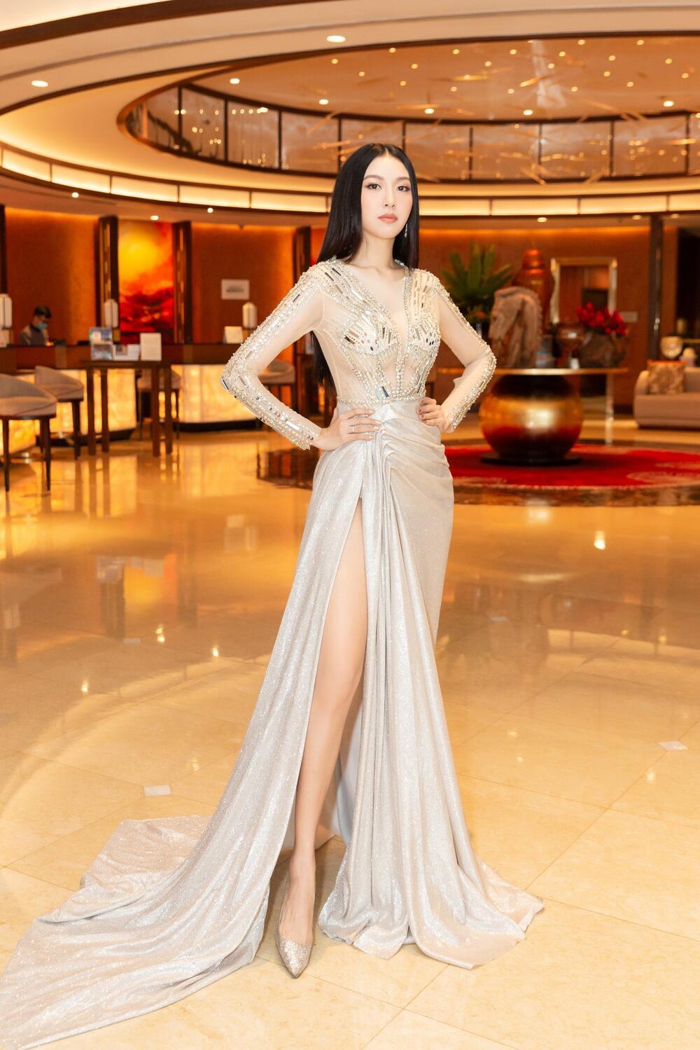 Á hậu Hoàng My, Ngọc Trân đẹp tựa đóa quỳnh nở muộn - ảnh 13