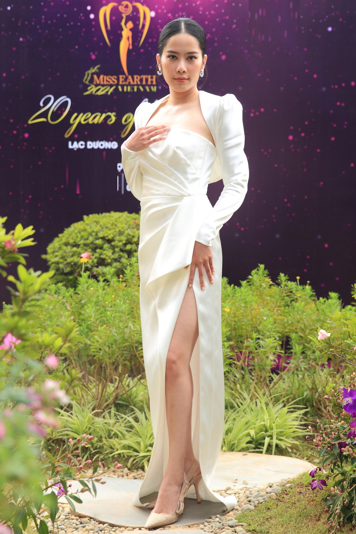 Á hậu Hoàng My, Ngọc Trân đẹp tựa đóa quỳnh nở muộn - ảnh 16