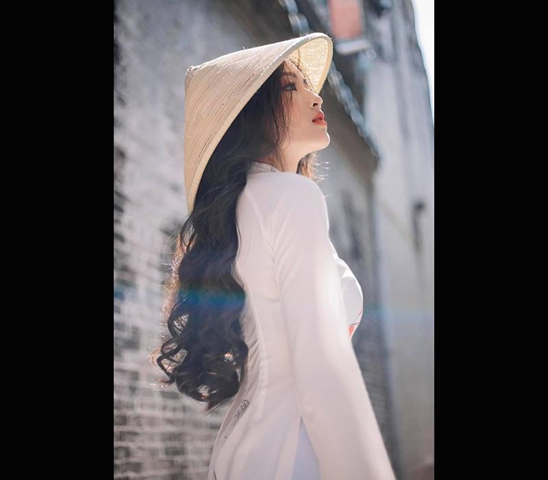 Nữ sinh viên y khoa thích diện áo yếm khoe xương quai xanh thanh mảnh, làn da mịn màng - ảnh 3