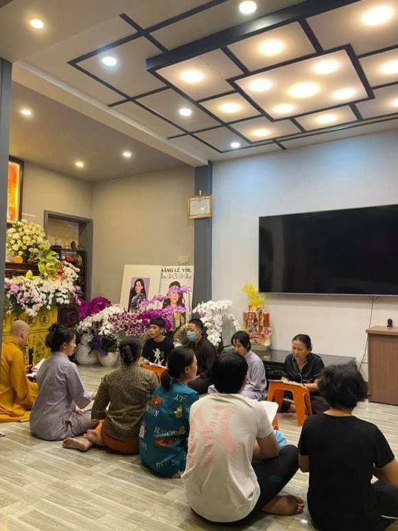 Vừa mắng Hồ Văn Cường ''vô ơn'', Trang Trần đến nhà Phi Nhung cùng gia đình cúng thất thứ 2 cho cố ca sĩ - ảnh 7