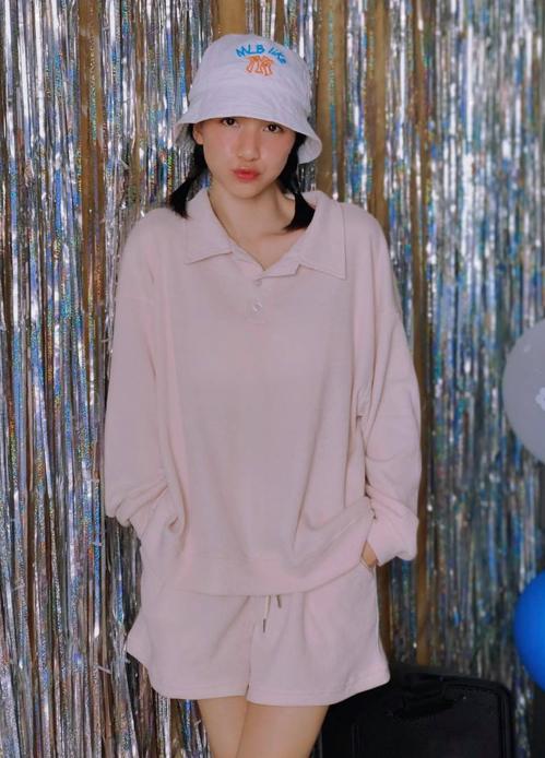 Hòa Minzy mặc đẹp với đồ hơn 100 nghìn đồng - ảnh 2