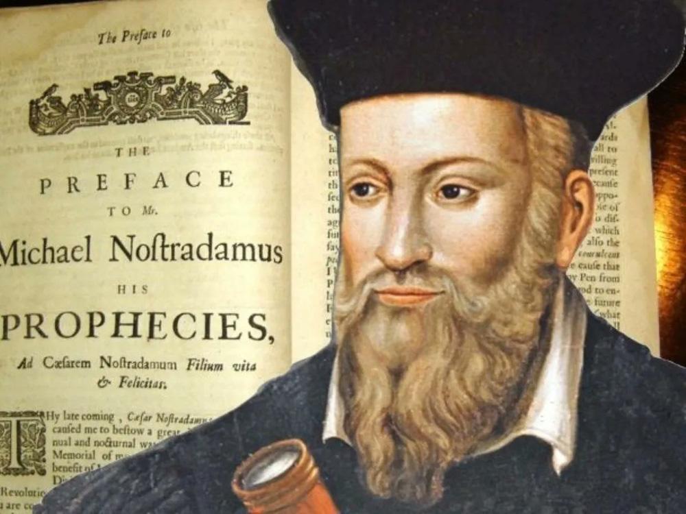 ''Song trùng'' tiên tri của Vanga và Nostradamus: Thế giới năm 2022 đi về đâu? - ảnh 2