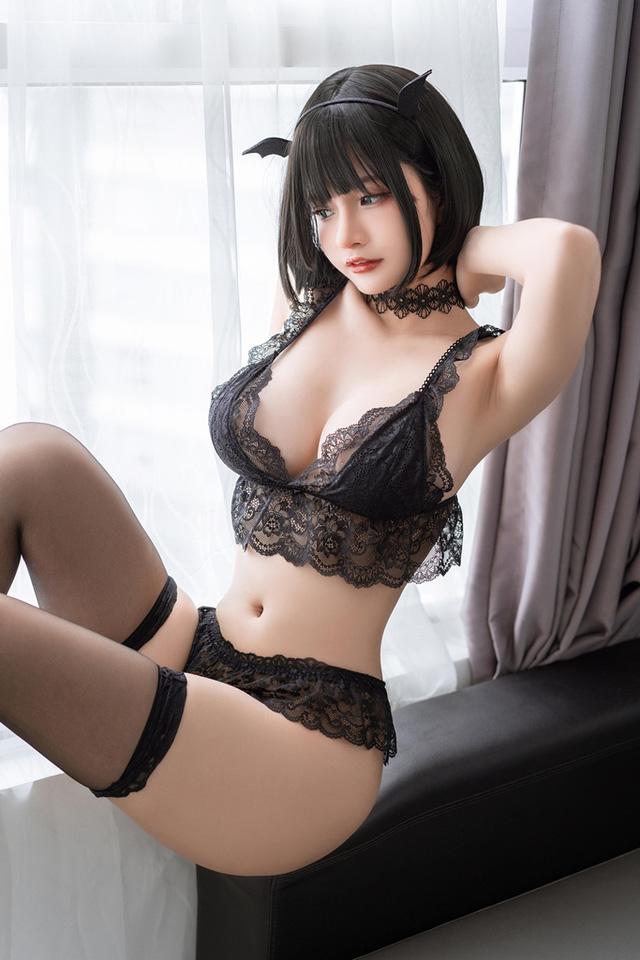 Ngắm nàng Azami trong trang phục nội y ren vô cùng gợi cảm  - ảnh 9