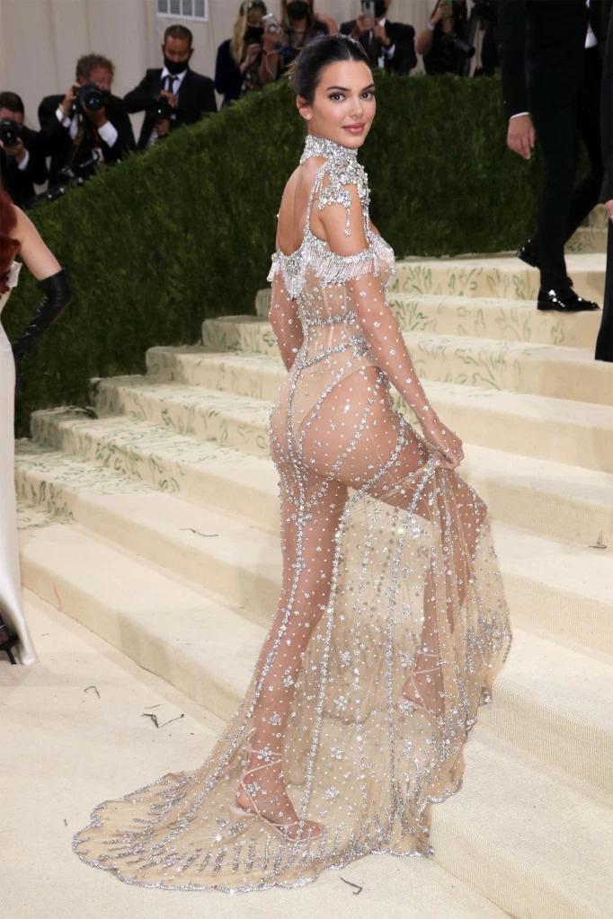 9 bộ đầm xuyên thấu được các người đẹp Hollywood lăng xê - ảnh 13