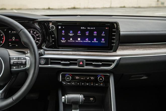 Kia K5 vs Toyota Camry: Xe Hàn rẻ, nhiều ''option'', nhưng khó bán chạy hơn xe Nhật - ảnh 9