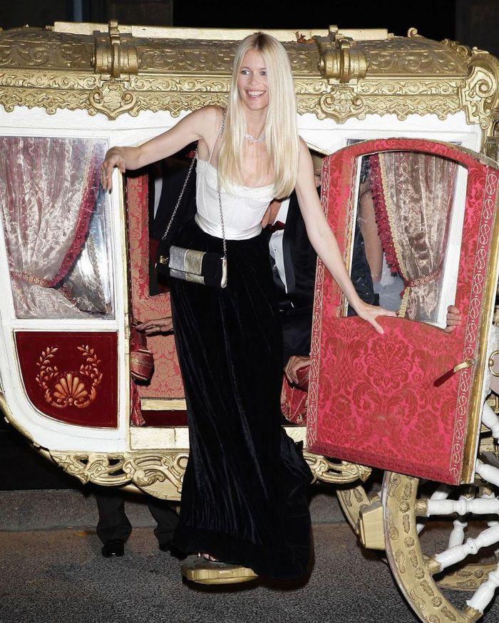 Tuổi 51, siêu mẫu đỉnh cao một thời Claudia Schiffer giờ ra sao? - ảnh 15