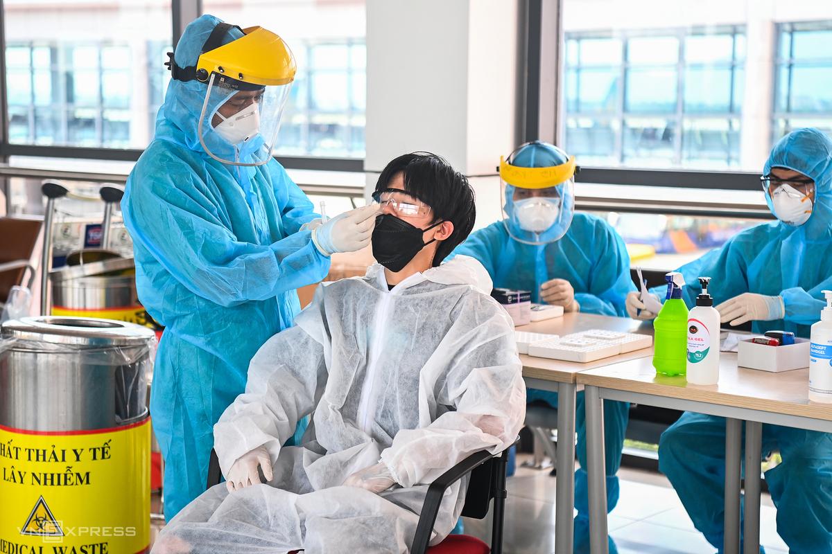 Không phải chi trả tiền xét nghiệm Covid-19 khi đến khám, điều trị tại cơ sở y tế công lập - ảnh 7