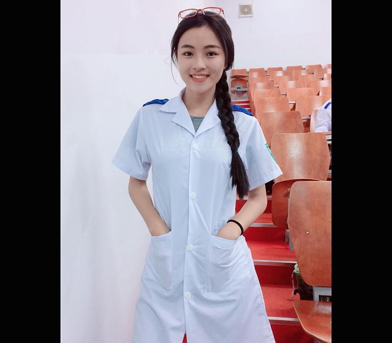 Nữ sinh viên y khoa thích diện áo yếm khoe xương quai xanh thanh mảnh, làn da mịn màng - ảnh 5