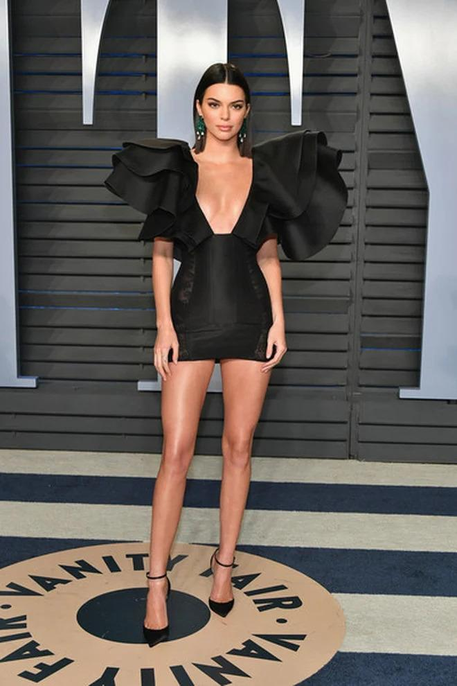 Mẹo đi giày cao gót không lo đau chân của IU, Kendall Jenner - ảnh 4