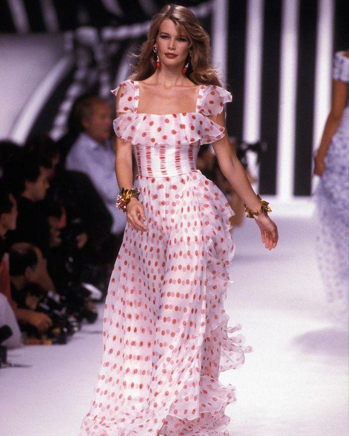 Tuổi 51, siêu mẫu đỉnh cao một thời Claudia Schiffer giờ ra sao? - ảnh 6