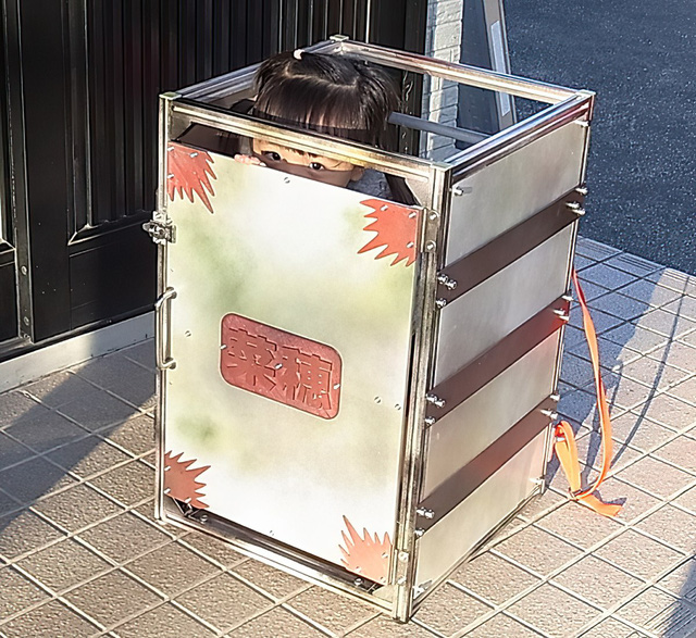 Chiều lòng con gái cưng, ông bố Nhật Bản chế tạo ra Nezuko Box khiến cộng đồng Kimetsu No Yaiba phát sốt - ảnh 2