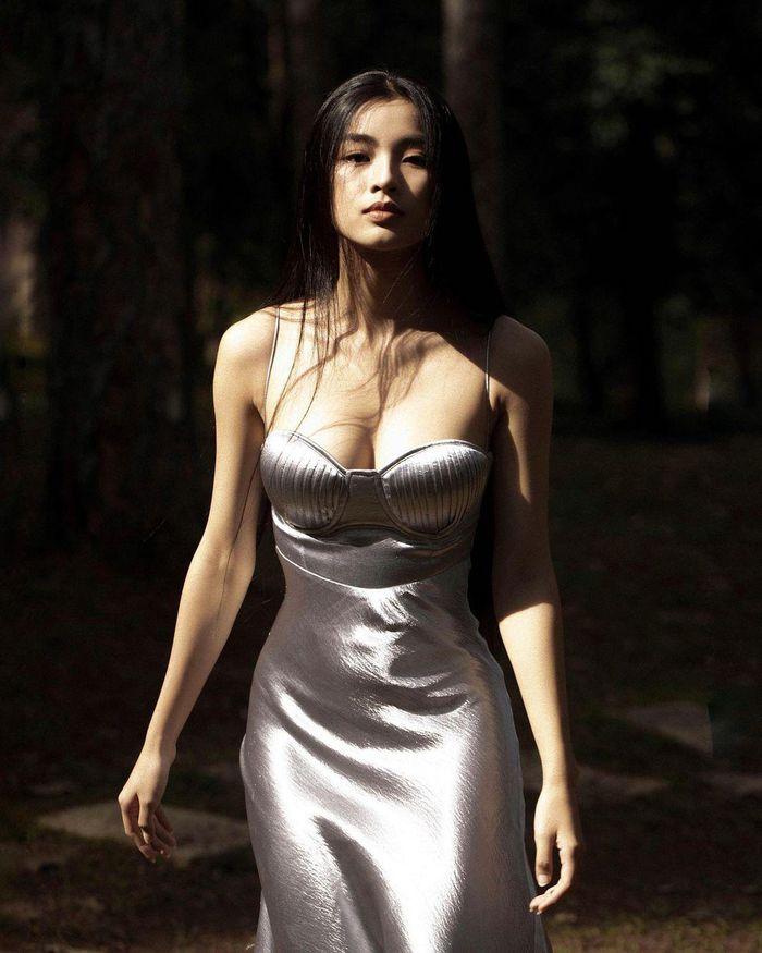 'Nữ thần y khoa' khoe khuôn trăng đầy đặn, netizen nhìn mà mê - ảnh 4