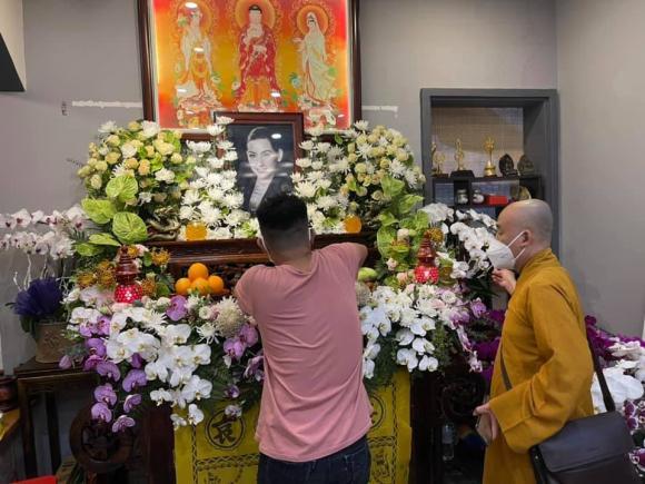 Vừa mắng Hồ Văn Cường ''vô ơn'', Trang Trần đến nhà Phi Nhung cùng gia đình cúng thất thứ 2 cho cố ca sĩ - ảnh 8