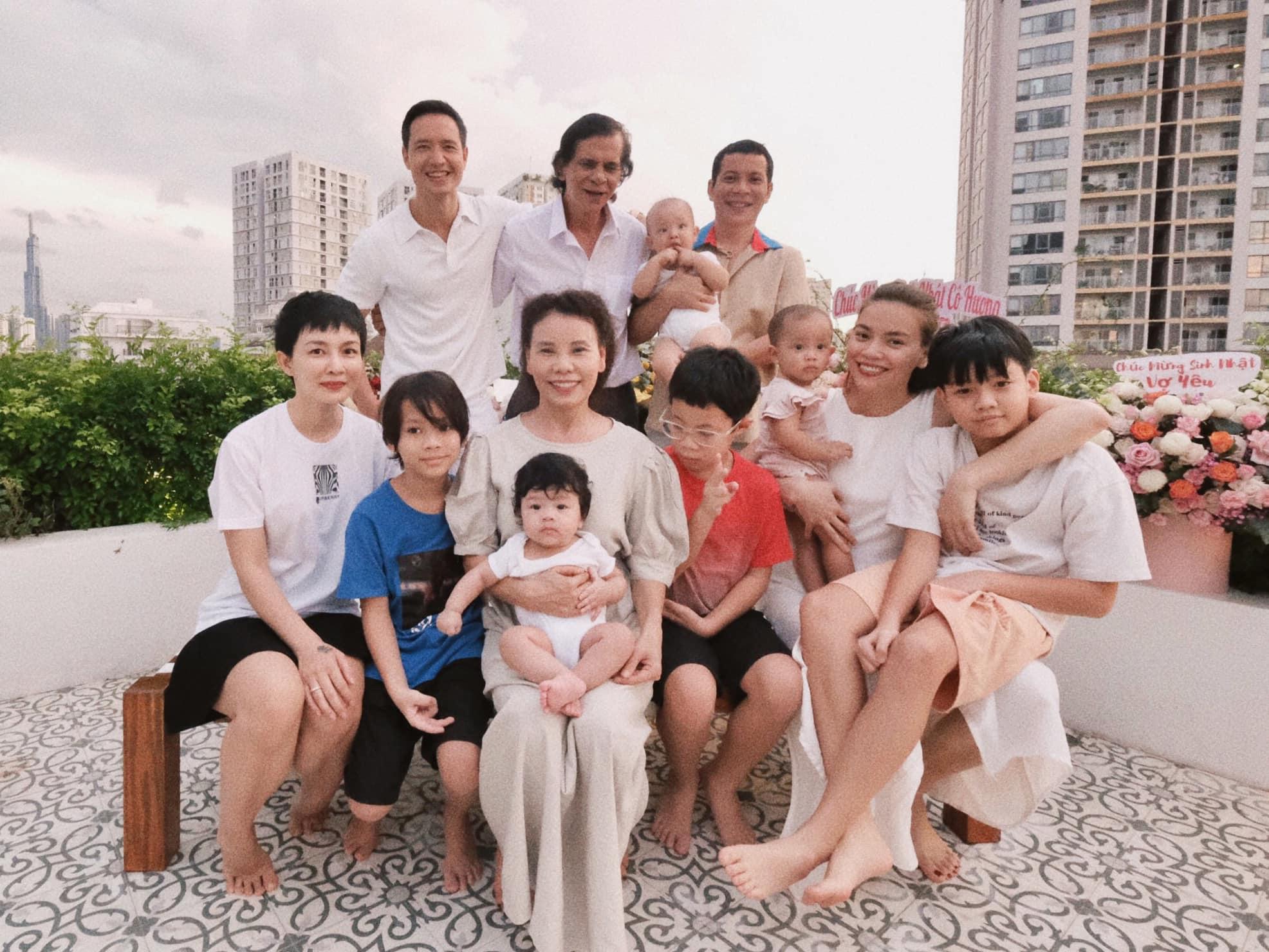 Kim Lý chúc mừng sinh nhật mẹ Hồ Ngọc Hà, nhìn ảnh là biết mối quan hệ thật sự với bố mẹ và con riêng Subeo của vợ - ảnh 2