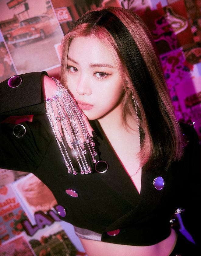Chưa debut, nữ idol tương lai nhà JYP đã nhăm nhe ngôi vị nữ thần Kpop: Nhan sắc được so với cả Suzy, ảnh thẻ mới gây choáng - ảnh 4